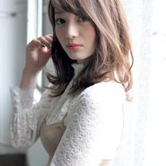 アッシュ ゆるふわ 春 フェミニン ヘアスタイルや髪型の写真・画像