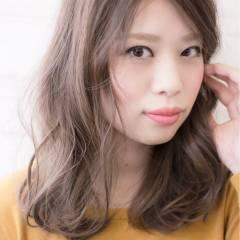 ミディアム ウェーブ 秋 モード ヘアスタイルや髪型の写真・画像