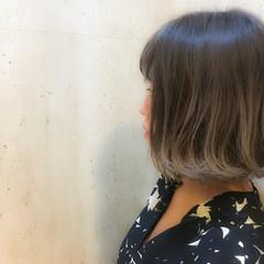 アッシュ シルバー ダブルカラー ボブ ヘアスタイルや髪型の写真・画像