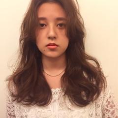外国人風 ガーリー おフェロ センターパート ヘアスタイルや髪型の写真・画像