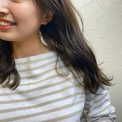 セミロング ナチュラル 透明感カラー オリーブベージュ ヘアスタイルや髪型の写真・画像