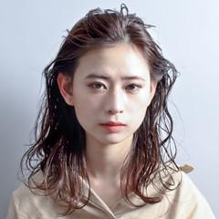 ナチュラル ミディアム ヘアアレンジ パーマ ヘアスタイルや髪型の写真・画像
