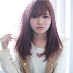 セミロング 前髪あり ピンク フェミニン ヘアスタイルや髪型の写真・画像