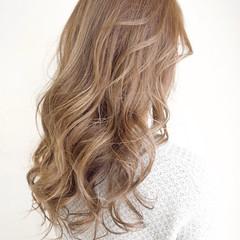 外国人風カラー グレージュ ロング ミルクティー ヘアスタイルや髪型の写真・画像