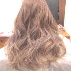 外国人風 ゆるふわ ハイトーン アッシュベージュ ヘアスタイルや髪型の写真・画像