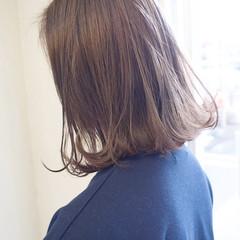 ボブ ミルクティー 外ハネ アッシュ ヘアスタイルや髪型の写真・画像