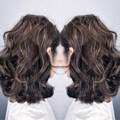 アッシュ ハイライト ニュアンス ミディアム ヘアスタイルや髪型の写真・画像