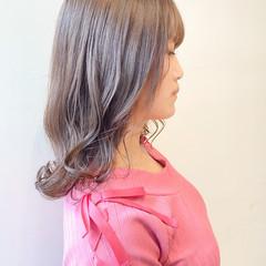ブリーチなし グレージュ ナチュラル セミロング ヘアスタイルや髪型の写真・画像