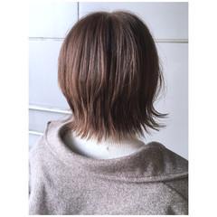 ミニボブ 外ハネボブ ミルクティー ナチュラル ヘアスタイルや髪型の写真・画像