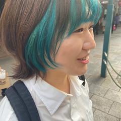 インナーカラー ナチュラル ターコイズ ターコイズブルー ヘアスタイルや髪型の写真・画像