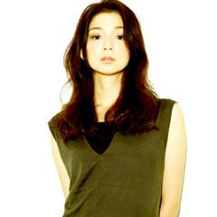 黒髪 暗髪 外ハネ 外国人風 ヘアスタイルや髪型の写真・画像