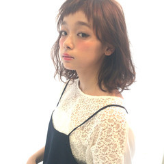大人女子 フリンジバング 暗髪 ミディアム ヘアスタイルや髪型の写真・画像