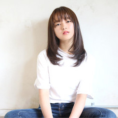 ナチュラル ピュア 前髪あり ワイドバング ヘアスタイルや髪型の写真・画像