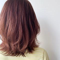 ベリーピンク ミディアム ピンク 外ハネ ヘアスタイルや髪型の写真・画像