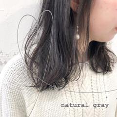 地毛風カラー アンニュイほつれヘア ミディアム グレージュ ヘアスタイルや髪型の写真・画像