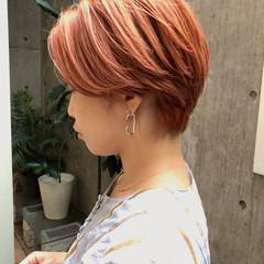 ショート オレンジベージュ ショートヘア オレンジカラー ヘアスタイルや髪型の写真・画像
