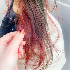 ロング ナチュラル インナーカラー イヤリングカラー ヘアスタイルや髪型の写真・画像
