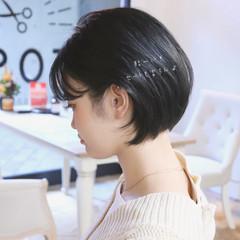 デート ショートボブ ガーリー ショート ヘアスタイルや髪型の写真・画像