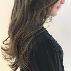 ブリーチカラー ナチュラル 透明感カラー ミルクティーベージュ ヘアスタイルや髪型の写真・画像