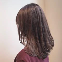 セミロング デート 透明感カラー ラベージュ ヘアスタイルや髪型の写真・画像