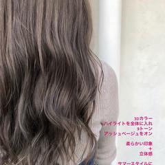 ロング イルミナカラー ハイライト グレージュ ヘアスタイルや髪型の写真・画像