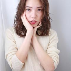 外国人風カラー ゆるふわパーマ 無造作パーマ セミロング ヘアスタイルや髪型の写真・画像