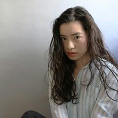 かき上げ前髪 ゆるふわ 外国人風 アッシュ ヘアスタイルや髪型の写真・画像