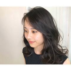 ナチュラル ミディアム かき上げ前髪 レイヤーカット ヘアスタイルや髪型の写真・画像