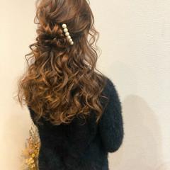 ハーフアップ フェミニン セミロング 結婚式 ヘアスタイルや髪型の写真・画像