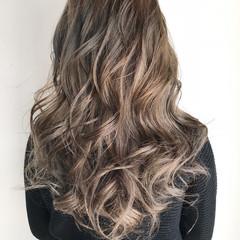 外国人風カラー ハイライト ロング グレージュ ヘアスタイルや髪型の写真・画像