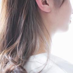 グレージュ 抜け感 ロング ハイライト ヘアスタイルや髪型の写真・画像