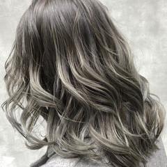 エレガント ハイライト アッシュグレージュ 簡単ヘアアレンジ ヘアスタイルや髪型の写真・画像