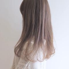 ミルクティーベージュ フェミニン ベージュ セミロング ヘアスタイルや髪型の写真・画像