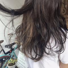夏 アッシュ ウェーブ セミロング ヘアスタイルや髪型の写真・画像