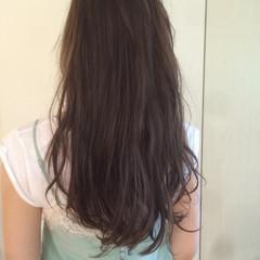アッシュ ウェーブ ロング ナチュラル ヘアスタイルや髪型の写真・画像