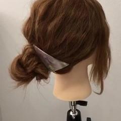 シニヨン セミロング 簡単ヘアアレンジ お団子 ヘアスタイルや髪型の写真・画像