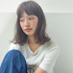 アッシュ ミルクティー ミディアム フリンジバング ヘアスタイルや髪型の写真・画像