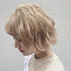 ハイトーン ウェーブ 金髪 モード ヘアスタイルや髪型の写真・画像