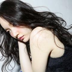 外国人風 ゆるふわ パーマ 黒髪 ヘアスタイルや髪型の写真・画像