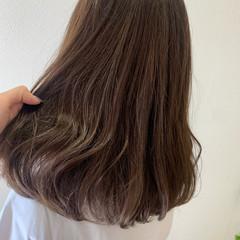 ベージュ 極細ハイライト ハイライト ナチュラルベージュ ヘアスタイルや髪型の写真・画像