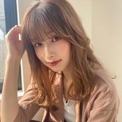レイヤーカット 小顔ヘア ナチュラルベージュ フェミニン ヘアスタイルや髪型の写真・画像
