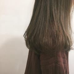 セミロング ロング ナチュラル フリンジバング ヘアスタイルや髪型の写真・画像