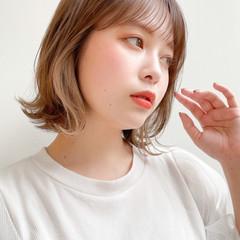 レイヤーカット 透明感 インナーカラー ミディアム ヘアスタイルや髪型の写真・画像