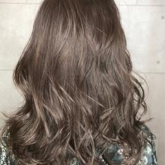 アッシュグレージュ ハイライト エレガント グレージュ ヘアスタイルや髪型の写真・画像