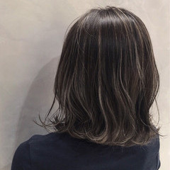 ストリート ウェーブ アッシュ アンニュイ ヘアスタイルや髪型の写真・画像