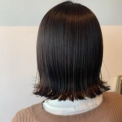 ベージュ 切りっぱなしボブ 透明感カラー 外ハネ ヘアスタイルや髪型の写真・画像
