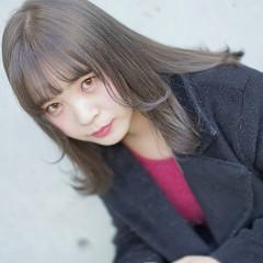 アッシュグレージュ 外国人風 ガーリー ハイトーン ヘアスタイルや髪型の写真・画像