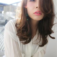 アッシュ セミロング フェミニン 暗髪 ヘアスタイルや髪型の写真・画像