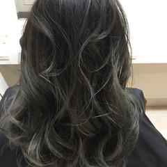 ハイライト 外国人風 ナチュラル 暗髪 ヘアスタイルや髪型の写真・画像