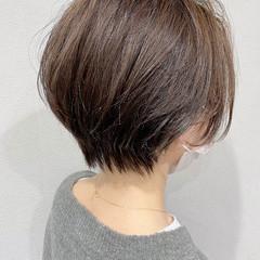 ショートヘア ナチュラルベージュ ショート コンパクトショート ヘアスタイルや髪型の写真・画像
